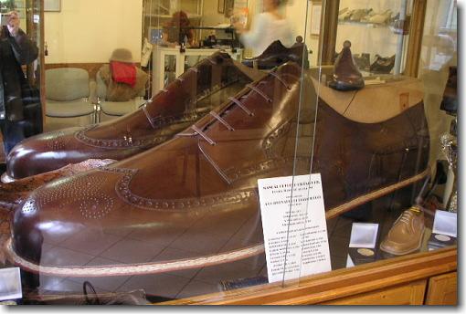 マヌアール名物!巨大靴