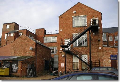 トリッカーズの工場
