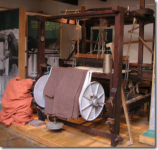 昔のツイード織機
